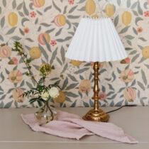 vintage lampa med plisserad skarm