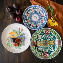 blommiga fat i keramik