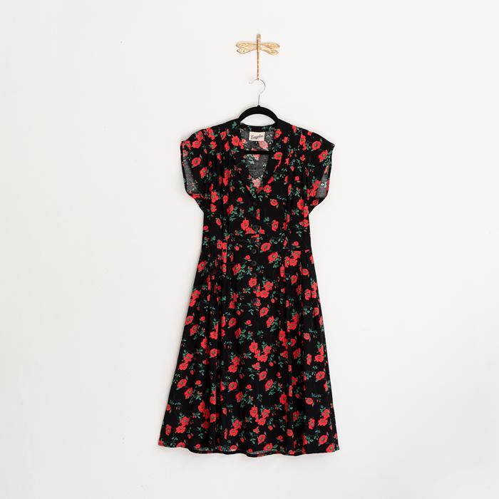 Retroklänning röd svart blommig